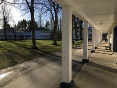 Die Kolonnade an den Unterkünften prägen den ofenen Charakter der Unterkünfte Sidewalk, Island, Side Walkway, Walkway, Walkways, Pavement