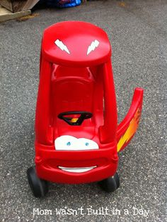 little tikes cozy coupe makeover like Lightning McQueen! Toddler Toys, Kids Toys, Toddler Stuff, Children's Toys, Little Tykes Car, Little Tikes Makeover, Cozy Coupe Makeover, Lightening Mcqueen, Kids Ride On