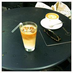 Duel de cafés latte au Café Lomi, Paris 18