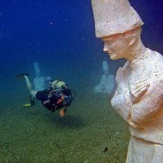 side underwater museum -