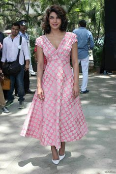 Priyanka Chopra in a Pallavi Singhee Heart Print Dress Ladies Lunch, Star Fashion, Womens Fashion, Bollywood Celebrities, Priyanka Chopra, Heart Print, India Beauty, Indian Actresses, Casual Wear