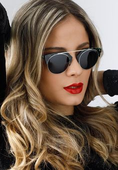 This cat-eye silhouette has a ripple effect with its lightweight, double frame. It has a glamourous look that offers signature sophistication. Sunglasses Kaleos Sear #kaleos #kaleoseyehunters #sunglasses2017 http://lenshop.eu/manufacturers/13256-kaleos/sunglasses