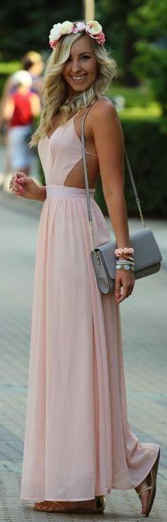 Mudaria apenas a bolsa... talvez uma artesanal de rendas ou crochê com flores. #dresses