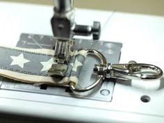 Ein Schlüsselband ist rasch genäht. Ist die Nähmaschine erst eingefädelt, dauert es maximal 3 Minuten. Das perfekte Anfängernähprojekt!