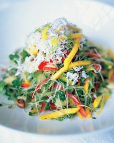 Keralan Salad by Jamie Oliver. This is a fantastic and really unusual salad that was inspired by a friend of mine called Das who runs the most terrific Indian restaurants in London, called Rasa. Vegetable Salad, Vegetable Recipes, Vegan Recipes Easy, Indian Food Recipes, Vegetarian Recipes, Vegan Ideas, Vegan Vegetarian, Vegan Recipes Jamie Oliver, Sin Gluten