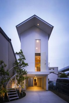 Architecture: an unusual Japanese home : Inspiring and unusual creation by Japanese architect Nobuyoshi Hayashi. You will not find much of this very special architecture in other countries - amazing! Innovative Architecture, Architecture Panel, Architecture Wallpaper, Residential Architecture, Architecture Design, Amazing Architecture, Modern Japanese Architecture, Japanese Modern, Japanese Interior