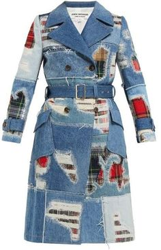 Get junya watanabe - patchwork denim trench coat - womens - blue multi while you can. Outfit Jeans, Denim Attire, Denim Patchwork, Denim Fabric, Denim Quilts, Ropa Upcycling, Denim Mantel, Denim Ideas, Denim Outfits