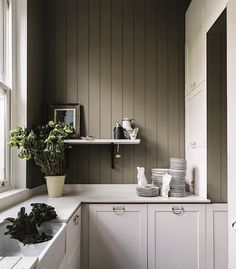 British paint manufacturer Farrow & Ball has expanded its extensive color card with nine new shades. Carefully chosen to balance Farrow & Ball'. Farrow Ball, Farrow And Ball Paint, Farrow And Ball Kitchen, Card Room Green Farrow And Ball, Trending Paint Colors, New Paint Colors, Popular Paint Colors, Kitchen Wall Colors, Kitchen Paint