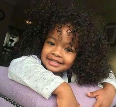What a cute curly . So Cute Baby, Cute Mixed Babies, Cute Black Babies, Beautiful Black Babies, Baby Kind, Pretty Baby, Beautiful Children, Little Babies, Cute Kids