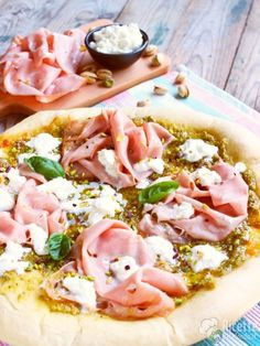 Pizza pistacchio mortadella e stracciata Mortadella Sandwich, Pizza Sandwich, Healthy Pizza, Happy Foods, Light Recipes, Pizza Recipes, Food Inspiration, Italian Recipes, Food Porn