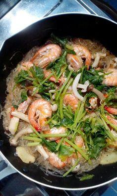 Thai food Thai Recipes, Asian Recipes, Healthy Recipes, Healthy Food, Thai Cooking, Cooking Recipes, Traditional Thai Food, Beef Massaman, Korean Dishes