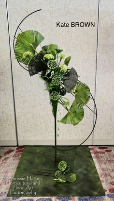 Contemporary Flower Arrangements, Tropical Floral Arrangements, Creative Flower Arrangements, Ikebana Flower Arrangement, Ikebana Arrangements, Deco Floral, Arte Floral, How To Wrap Flowers, Japanese Flowers