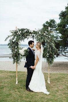 Green Wedding Arch || Photo Benjamin & Elise Photography