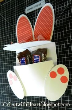 Cricut with Heart: Bunny Treat Holder Easter Projects, Easter Crafts, Easter Ideas, Hoppy Easter, Easter Card, Easter Bunny, Candy Crafts, Treat Holder, Scrapbook Paper Crafts