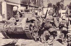 Los soldados japoneses y Tipo 97 tanque en Singapur:
