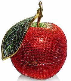 Los bolsos joya más impresionantes para llevar en una boda Judith-leiber-apple-clutch – Top Bodas
