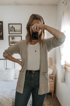 How to Make Basics Interesting What I Wore in a Week Truncation Basic Outfits, Mom Outfits, Cute Outfits, Outfit Jeans, New Fashion, Fashion Outfits, Womens Fashion, Fashion Styles, Fashion Trends