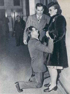 A man begs forgiveness in the Chicago divorce court. 1948