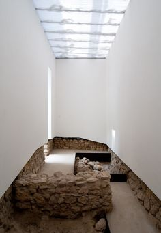 Archaeological Museum of Praca Nova / Joao Luis Carrilho da Graca Museum Architecture, Space Architecture, Architecture Details, Arch Interior, Interior And Exterior, Interior Design, Architectural Digest, Art Minimaliste, Arquitetura