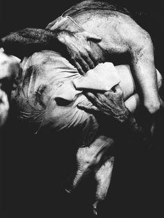 """Sacre du Printemps"" Pina Bausch , Wuppertal, 1994 (c) Maarten Vanden Abeele Pina Bausch, Modern Dance, Contemporary Dance, Tina Modotti, Photos Black And White, Black And White Photography, Monochrome Photography, Black White, Anime In"