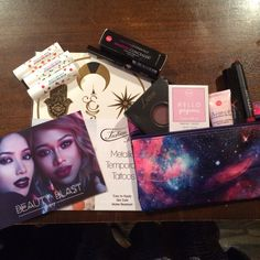 @Ipsy #NovemberGlamBag Full Product Review is up! I even redeemed my ipsy #review points for extra #beautyfinds  Full Review at Subscriptionist.com link in bio!
