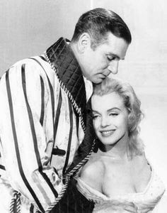 Marilyn with Laurence Olivier in publicity shot for The Prince and the Showgirl