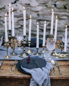 TABLESCAPE. Hughes of blue with the simplicity and beauty of candles image via Pinterest xx