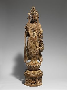 Bodhisattva Avalokiteshvara (Guanyin)    Period:      probably Sui dynasty (581–618)  Date:      late 6th–early 7th century  Culture:      China  Medium:      Limestone with traces of pigment