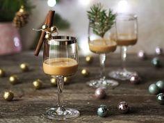 Smooth and cooking : SKOŘICOVÝ LIKÉR S KARAMELEM (jedlý dárek) Alcoholic Drinks, Cocktails, Diy Christmas Gifts, Vodka, Smoothies, Food And Drink, Homemade, Cooking, Tableware