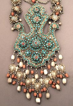 Uzbekistan | Necklace with central '2 bird' pendant; silver, silver gilt, turquoise, coral, fresh water pearls | Samarkand, early 20th century