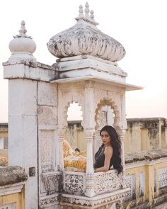 *When it says your food will be delivered in 6 minutes so you watch from the window* Check out March cover to see some… Shay Mitchell Style, Emily Fields, Indian Photoshoot, Indian Architecture, Glamour, Vacation Outfits, Pretty Little Liars, Great Photos, Photography Poses