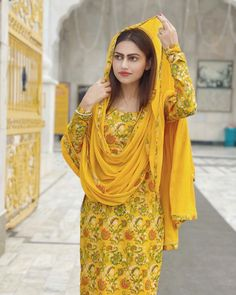 Trendy Suits, Stylish Suit, Wedding Hijab Styles, Patiyala Dress, Punjabi Salwar Suits, Patiala Salwar, Kurti Styles, Punjabi Girls, Sleeves Designs For Dresses