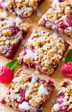 Crumble Bars are so simple to make and one of those desserts everyone loves! DessertsRaspberry Crumble Bars are so simple to make and one of those desserts everyone loves! 13 Desserts, Raspberry Desserts, Delicious Desserts, Yummy Food, Fresh Raspberry Recipes, Raspberry Muffins, Raspberry Popsicles, Birthday Desserts, Desserts With Raspberries