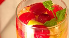 Sparkling Christmas Cosmo Cocktail via @happyhealthymot