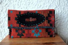 Τσάντα Large Clutch από υφαντό από την Ταϊλάνδη που συνδυάζει το  bohemian με το ethnic στυλ.  Ethnic Clutch Bag #Boho Handwoven Clutch #Tribal Large Clutch Bag #Thai Clutch Bag #Oversized Clutch #Aztec Bag Bohemian Chic Fashion, Boho, Aztec Bag, Large Clutch Bags, Oversized Clutch, Casual Look, Fabric Patterns, Ethnic, Hand Weaving