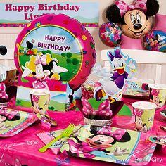 Make some Minnie Mouse party magic with these decorating ideas. Click for lots more Minnie Mouse party ideas!