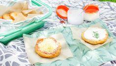 Recept na domácí langoše, které můžete doplnit trhaným masem ičokoládou Food Inspiration, Camembert Cheese, Food To Make, Dairy, Meals, Recipes, Basket, Meal