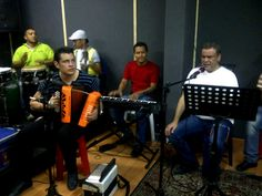 Ivan Villazon y Saul Lallemand – Ensayando el repertorio de En señal de victoria – http://vallenateando.net/2012/07/05/ivan-villazon-y-saul-lallemand-ensayando-el-repertorio-de-en-senal-de-victoria-noticias-vallenato/ - Noticias Vallenato !