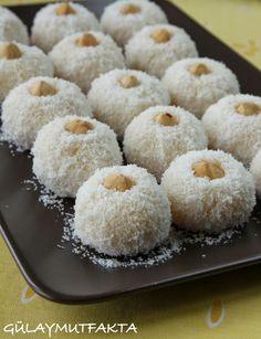 gülay mutfakta: İrmikli Toplar Biscuit Cookies, Turkish Recipes, Frozen Yogurt, Family Meals, Granola, Food To Make, Deserts, Dessert Recipes, Food And Drink
