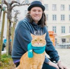 Author James Bowen and Bob the cat. I Love Cats, Cute Cats, Funny Cats, Street Cat Bob, Mr Cat, Best Love Stories, Best Friends For Life, Love To Meet, Cat Names