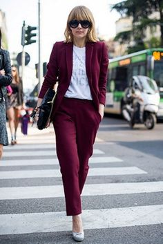 Burgundy Suit Jacket and trousers with clutch bag and graphic tee Olive Green Pants Outfit, Burgundy Pants Outfit, Burgundy Blazer, Navy Dress Pants, Burgundy Suit Women, Office Outfits, Casual Outfits, Suits For Women, Clothes For Women