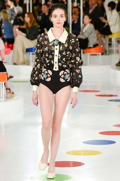 See the complete Chanel Resort 2016 collection.
