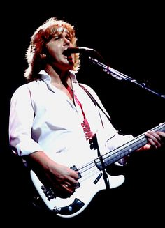Mr. Wetton, a technically adept bassist with a smooth tenor voice, adapted the progressive rock of his earlier bands into later mainstream hits.
