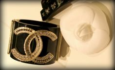 NEIMAN AND MARCUS CUFFS | Oh my God, Becky, look at her cuff…