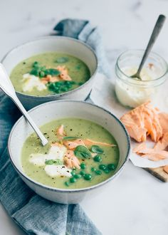 Courgettesoep met citroenroom – Food And Drink Healthy Soup, Healthy Drinks, Healthy Recipes, Feel Good Food, Love Food, Dutch Recipes, Soup Recipes, Sauce Gorgonzola, Zucchini Soup