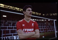 Liverpool striker Ian Rush poses for a photo in front of The Kop at Anfield 1986 Liverpool Legends, Liverpool Players, Liverpool Home, Liverpool Football Club, Retro Football, Football Team, Bob Paisley, Ian Rush, Kenny Dalglish