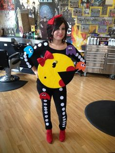 Miss Pac Man costume. How flippin creative is this?! Love it.