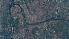 Nejnovější fotografie Prahy z Mezinárodní vesmírné stanice, jak ji v květnu 2018 vyfotografoval americký astronaut Andrew Feustel.