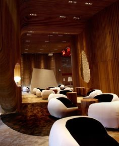 Tianxi Oriental Club designed by Deve Build Design in Huizhou, China. Woody Rooms, and comfortable seats, amazing design! Cafe Interior, Interior And Exterior, Lounge Furniture, Furniture Design, Feng Yu, Hotel Interiors, Design Interiors, Hospitality Design, Commercial Design