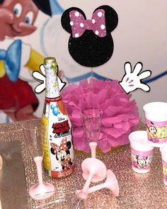 Party tema minnie😍❤️👑💯🔝💞#hilary#temaminnie#partyatema#rosa#glitter#nero#bianco#lenostrefantasticheidee#follow#follow4me#socute#girl Veronica, Minnie Mouse, Glitter, Disney Characters, Party, Instagram, Parties, Sequins, Glow